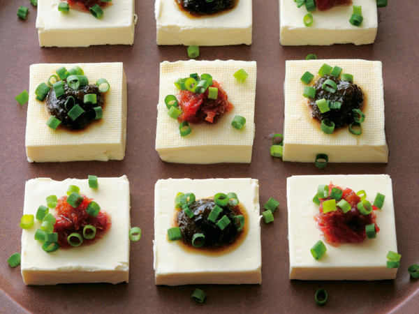 クリームチーズと豆腐の2色やっこ