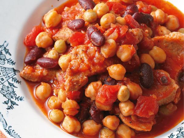 豚肉とミックスビーンズのピリ辛トマト煮