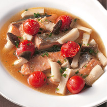 鮭とプチトマトのガーリック煮