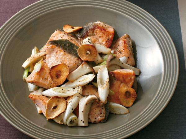 鮭とエリンギのガーリックペッパー炒め