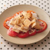 油揚げとトマトのマヨポン酢サラダ