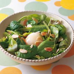 温泉卵の和風サラダ