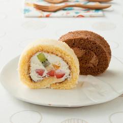 チョコレートロールケーキ(写真右)