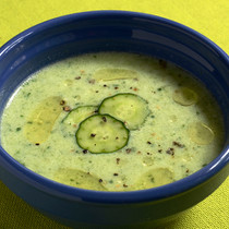 キュウリとヨーグルトの冷製スープ