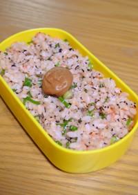 お弁当に!鮭フレークとゆかりの香りご飯✿