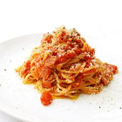 アサリとベーコンのトマトソースパスタ