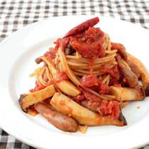 きのことソーセージのトマトソースパスタ