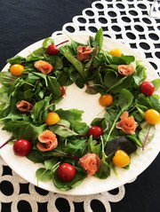 《簡単》華やか♡クリスマスリースのサラダの写真