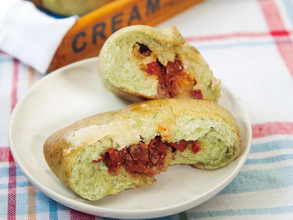 ほうれん草とトマトのパン