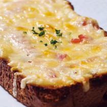 チーズとベーコンのタルティーヌ