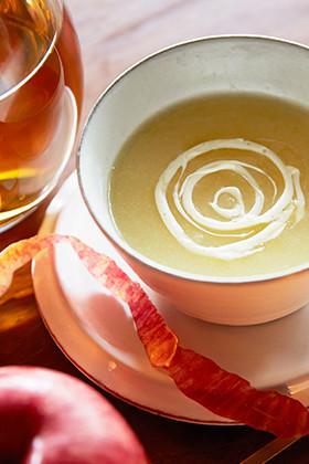 CHOYAの温かいりんごスープ仕立て