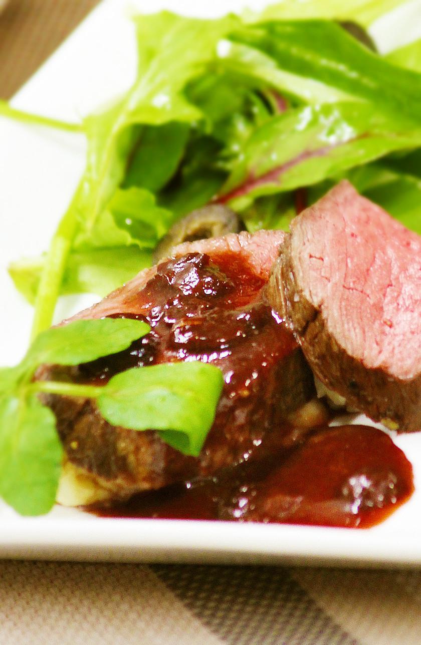 レーズンと赤ワインのステーキソース