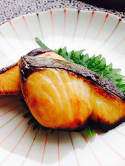 おせちお弁当に◎鰆の幽庵焼きの写真