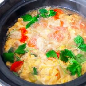 鶏味塩 de 餃子とトマトの酸辣湯鍋