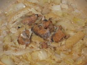 サバの味噌煮缶でカンタン☆にんにく牛乳鍋