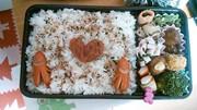 お弁当の梅はハートに♡の写真
