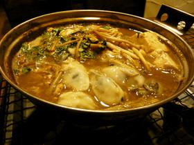 これぞ冬の味覚、牡蠣の土手鍋