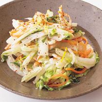 白菜とにんじんの細切りサラダ