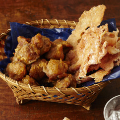鶏ささ身のパリパリせんべい(写真右)