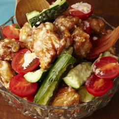 鶏のから揚げサラダ にんにくマヨソース