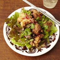 鶏のから揚げ エスニックサラダ
