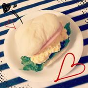 簡単☆白いロールパンでたまごサンドの写真