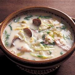 白菜とあさりの豆乳鍋