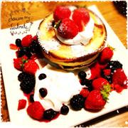簡単モチモチベリーパンケーキの写真