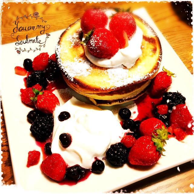 簡単モチモチベリーパンケーキ