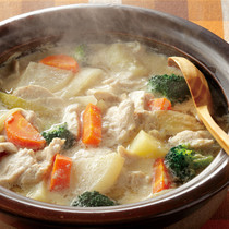鶏むね肉とゴロゴロ野菜の豆乳鍋