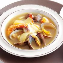 カレー味のブイヤベース風スープ