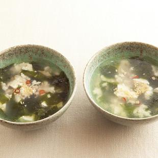 ひき肉、豆腐、わかめのスープ