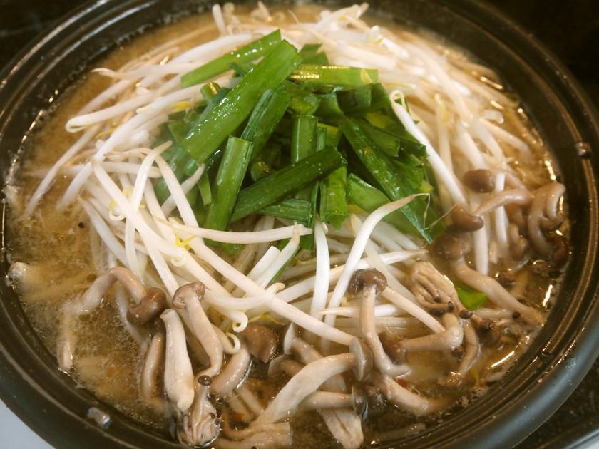 炒めてコクうま♫  ピリ辛豚もやし鍋♡