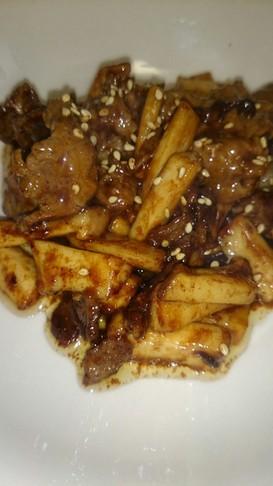 牛コマとエリンギの甜麺醤マヨ炒め