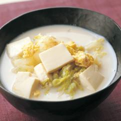 白菜と豆腐の豆乳かきたま汁