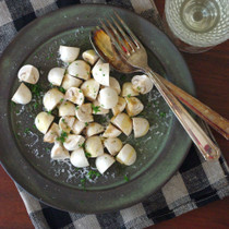 生マッシュルームのチーズサラダ