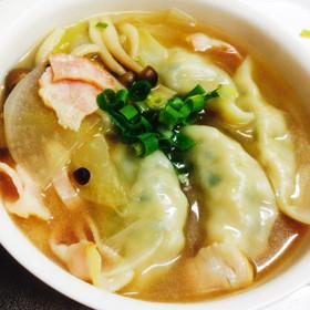 余り餃子や冷凍餃子をアレンジ!野菜スープ