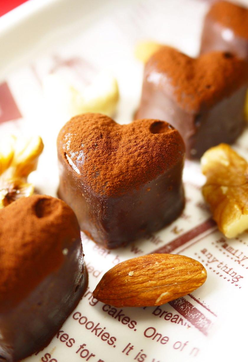 バレンタイン♥レンジで簡単ナッツ生チョコ