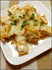 キムチと厚揚げのチーズ焼きの写真