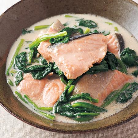 鮭とほうれん草の豆乳煮