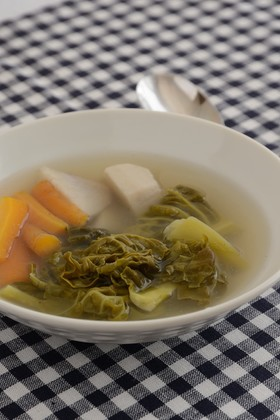 サボイキャベツと根菜のスープ