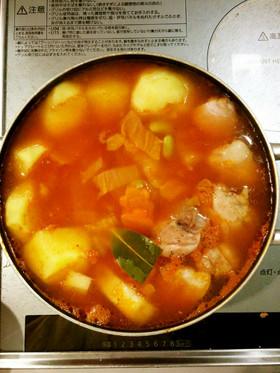 鶏肉とトマトで鍋にしよ~