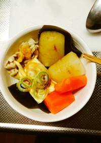 湯豆腐(大根,人参,たもぎ茸).純米酒