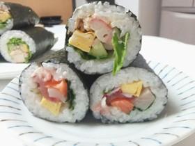 ラップで簡単恵方巻き サラダ海鮮唐揚げ