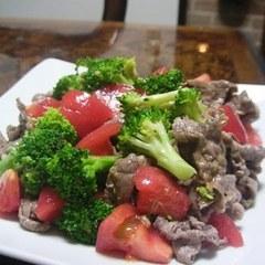 牛肉トマトブロッコリのおかずなサラダ