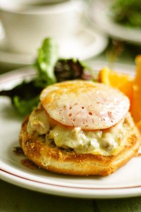 ツナメルトのオープンサンドイッチ