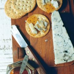 ブルーチーズ&はちみつのせクラッカー