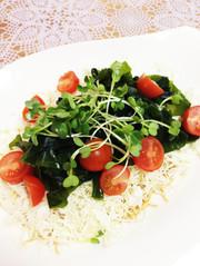 パリパリ麺のサラダの写真