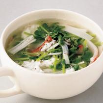 豆苗とかにかまのスープ