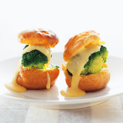ブロッコリー&オランデーズソースのふわふわシュー